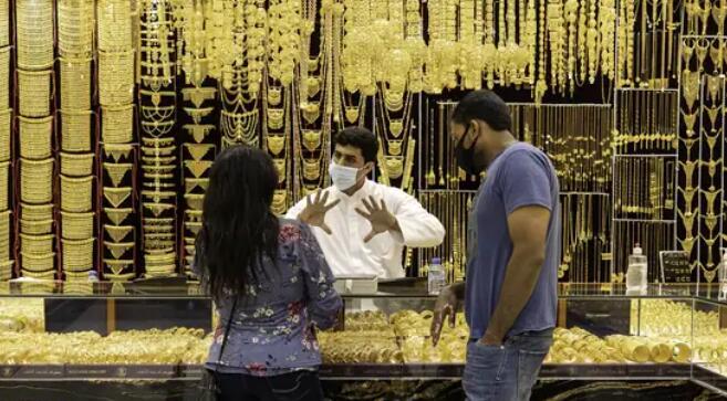 印度对当前局势的恐惧加速了黄金买家转向连锁店