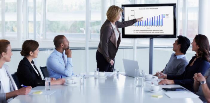 这家营销公司的最大股东认为该股有强劲的上涨空间